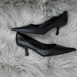 Black Leather Pointy Toe pumps, size 7.5